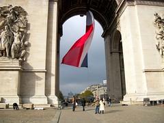Jour de l'armistice (moscouvite) Tags: heleneantonuk paris france fete drapeau voyage kodakeasysharec182