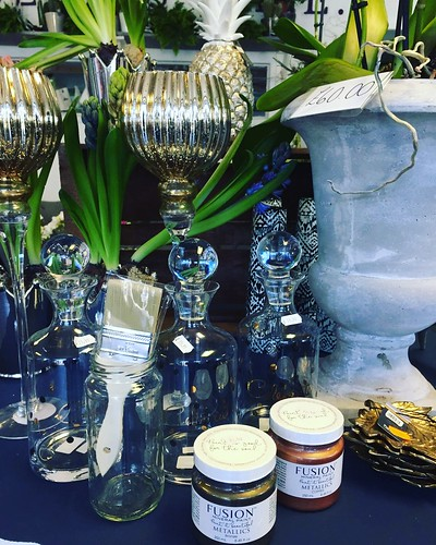 We just love this collection of home accessories in soft tones with metallic with some of of our favourite furniture paint from @fusionmineralpaintuk  . . #parsleyandsageflorist #stokeontrent #homedetails #homeinteriors #homeaccents #homedecor #homeaccess