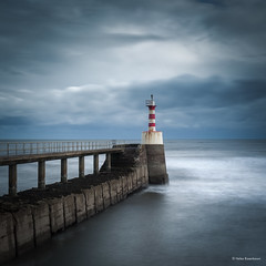 Amble Pier Lighthouse (He Ro.) Tags: 2018 northumberland amble amblelighthouse lighthouse coast pier sea northsea nordsee england uk northeastengland northeastcoast longexposure langzeitbelichtung northumbria jetty southjetty leelittlestopper seascape leefilters coastline