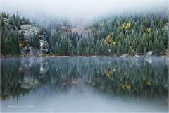 Bear Lake (Sandra Lipproß) Tags: lake see bearlake rockymountains rockymountainnationalpark colorado usa mist fog winter clouds reflection landscape er