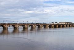 Pont de Pierre, Bordeaux, France (Tiphaine Rolland) Tags: bordeaux france gironde autumn automne 2018 nikond3000 nikon d3000 pontdepierre stonebridge pierre stone pont bridge garonne river rivière eau water