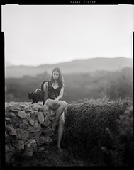 Aitana and the black cat (lsmart) Tags: analog aeroektar graflex f25 178mm largeformat speedgraphic 320txp kodak film 4x5