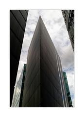 Etrave (Jean-Louis DUMAS) Tags: bâtiment building londres london artistique frame abstrait abstraction abstract artistic art architecte architectural architecture architect black lignes géométrique