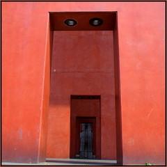 Schlund... (schau_ma_da) Tags: 2604 album6 architektur bauwerke beton brutalismus deutschland flickr gesicht gesichter kölle köln kölndeutz nikon1855 nikond5300 pareidolie quadrat ringradltour schaumada stadthaus urbanes