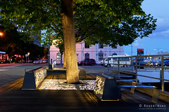 20181107-02-Illulminated bench (Roger T Wong) Tags: 2018 australia carlzeiss35mmf28 hobart rogertwong sel35f28z sonya7iii sonyalpha7iii sonyfe35mmf28zacarlzeisssonnart sonyilce7m3 tasmania bench bluehour evening illuminated light waterfront