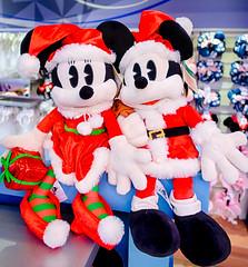 Mickey and Minnie Christmas #EPCOT 2018 (Mickey Views) Tags: mickey minnie mickeymouse disneyworld epcot orlando florida wdw christmas 2018 hdr santa merchandise disney waltdisneyworld