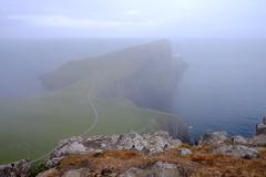 Neist Point Lighthouse / Skye Island / Highlands / Escocia (126) / Scotland (Ull màgic (+1.500.000 views)) Tags: neistpointlighthouse skyeisland highlands scotland escocia far faro boira niebla aigua agua water oceà atlàntic atlántico cel cielo roques prats penyasegat acantilado fuji xt1