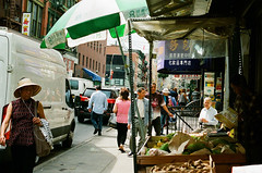 ... (d-kings) Tags: 35mm film filmphotography buyfilmnotmegapixels analogue analog analoga analogo kodak kodakportra800 portra800 chinatown manhattan nyc ny newyork newyorkcity usa eeuu streetphotography streetlife streetphoto street