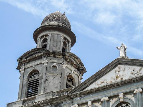 2011-08-27 (13) Ruine der alten Kathedrale in Managua (Nicaragua) - Beim Erdbeben von 1972 wurde die Catedral de Santiago de Managua schwer beschaedigt und konnte nicht mehr restauriert werden, die Ruine steht seitdem leer. 1993 wurde eine neue Kathedrale