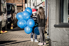 322 ~ 365 (BGDL) Tags: lightroomcc nikkor55200mmf4556g bgdl no6365~2018 urban nikond7000 prestwick christmaslightsturnon youngchildren balloons lightson