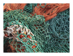 170726_111626_oly-PEN-f_oostende_the crystal ship 12/55 (A Is To B As B Is To C) Tags: aistobasbistoc b belgië belgium oostende ostend haven harbour hendrikbaelskaai fishing net color fragment detail industrialheritage olympus penf thecrystalship knots