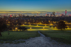 La città ai mie piedi / The city at my feet (London skyline from Primrose Hill, London, United Kingdom) (AndreaPucci) Tags: london primrose hill uk skyline autumn park sunrise andreapucci