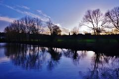 Setting sun (Sundornvic) Tags: clouds river severn water reflection sky light sun shine