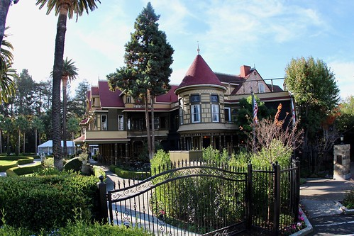 Winchester Mystery House view from parking lot