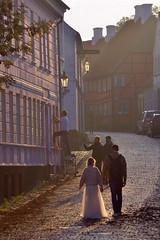 Stroll (Thomas Roland) Tags: tourist efterår autumn herbst 2018 nikon d7000 europa europe travel holiday ferie denmark danmark dänemark town by ærø købstad ærøskøbing street couple wedding bride