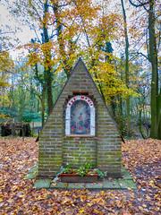 Ave Maria (Jan 1147) Tags: avemaria devotie devotion herfst autumn bomen trees depinte belgium