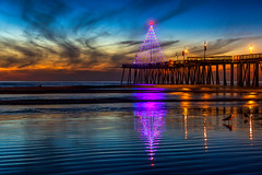 Merry Christmas 2018 (Mimi Ditchie) Tags: christmastree pismobeach sunsetreflections christmas christmaslights reflections pacificocean ocean lowtide sunset clouds christmas2018 merrychristmas pier pismopier pismobeachpier beach seascape getty gettyimages mimiditchie mimiditchiephotography