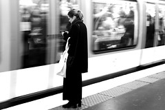 The motionless woman (pascalcolin1) Tags: paris femme woman métro subway immobile motionless quay quai photoderue streetview urbanarte noiretblanc blackandwhite photopascalcolin 50mm canon50mm canon