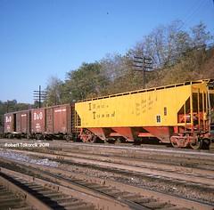 Stark Contrast (NSHorseheadSD70) Tags: robert tokarcik covered hoppers trains railroads railways freight cars connellsville papennsylvaniaitcitillinoisterminal