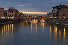 L'imbrunire a Firenze (cesco.pb) Tags: firenze pontevecchio tramonto sunset toscana toscany canon canoneos60d tamronsp1750mmf28xrdiiivcld