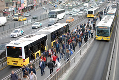 Bus Rapid Transit  Istanbul. (Longreach - Jonathan McDonnell) Tags: dsc9056 turkey istanbul ataköy—şirinevler brt mercedes mercedescitaro
