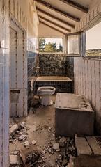 Viejo baño. (Ricardo Pallejá) Tags: urbex urbana urbanexploration urbandecay decay d3200 viejo old abandono abandoned antiguo explore