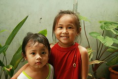 cute children (the foreign photographer - ฝรั่งถ่) Tags: two cute girls khlong thanon portraits bangkhen bangkok canon happyplanet asiafavorites