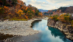 Autumn river (KaeriRin) Tags: japan autumn gifu prefecture touristicspot tourism travel mountains sony alpha sony7m2 7mii 28mm 28mm20 sel2820 leaves sky japanese