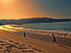 running at sunset (ingcuevas) Tags: run running sunset beach sky sea ocean vacations boys male orange warm warmth blue contrast sand people sun beautiful amazing great vibrant splendid playa sol arena ngc