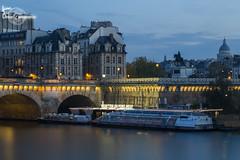 Vedettes Du Pont Neuf (Lonely Soul Design) Tags: paris france longexposure statue bridge pont neuf des arts vedettes bateau mouche nightshot