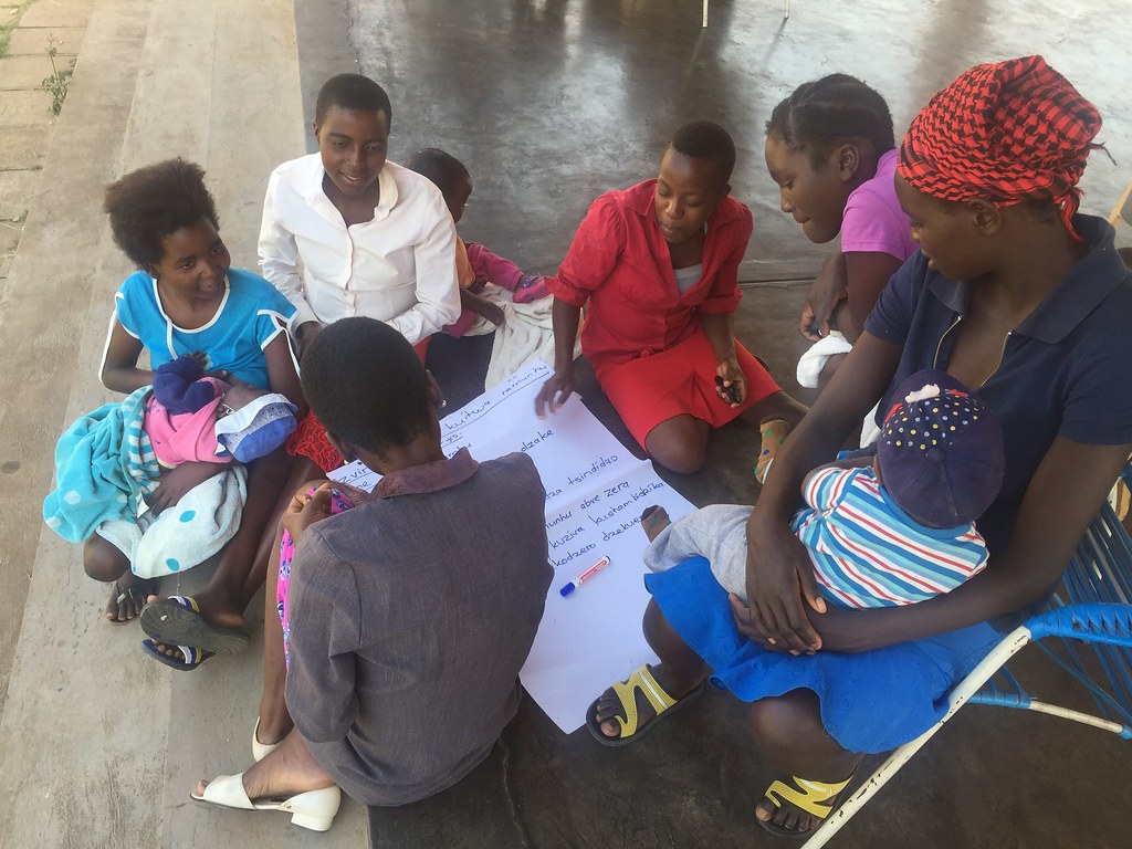 Young Mentor Mothers during a training workshop (Zimbabwe)