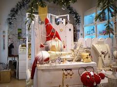 bijoux (fotomie2009) Tags: muppet fur plush pupazzi windowshop vetrina christmas natale bijoux decoration gnomo