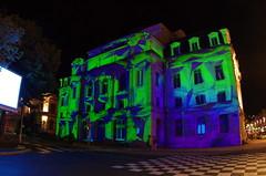 312 août 2018 - Auvergne, Le Puy-en-Velay, le Théâtre du Puy illuminé, Place Michelet (paspog) Tags: france auvergne hauteloire lepuyenvelay illuminations août august 2018 théâtre théâtredupuy