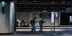 Metro Boulot Dojo (::nicolas ferrand simonnot::) Tags: canon ef 40mm f28 stm paris | 2018 using viltrox effx1 mount adapter metro subway people ultra wide angle lens black white street photography streetphotography noir blanc abstrait ruelle géométrique lignes architecture structure bâtiment infrastructure diagonale profondeur de champ horizon blades aperture symétrie motif intérieur brillant chemin personnes panneau fenêtre train color dark darkness orange blue red yellow plafond trottoir