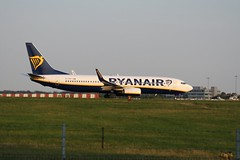 EI-FOY (IndiaEcho) Tags: ryanair boeing 737800 7378as 738 fr ryr eifoy london stansted egss stn airport airfield civil aircraft aeroplane aviation airliner essex england canon eos 1000d