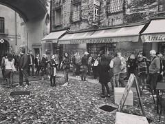 """Meetings"" (giannipaoloziliani) Tags: souvenir slide capture people capturestreets italy italia tourists monochrome monocromatico mantua mantova biancoenero blackandwhite"