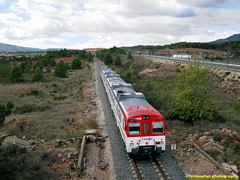 Tren de Cercanías de Renfe (Línea C-3) a su paso por SIETE AGUAS (Valencia) (fernanchel) Tags: adif ciudades renfe sieteaguas spain cercanias rodalies поезд bahnhöfe railway station estacion ferrocarril tren treno train c3 lav