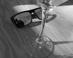 Selfie (B. Llueca) Tags: selfie copa vino gafas reflejo blancoynegro blackandwhite