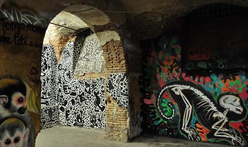 Dans les caves, la Tabacalera, calle de Michel Servet, Lavapiés, Madrid, Castille, Espagne.