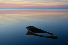 mobiliari deltaic (manel pons) Tags: manelpons deltadelebre badiaelsalfacs albada amanecer sunrise barca enfonsament