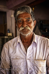 GUJARAT : PORTRAIT D'HOMME (pierre.arnoldi) Tags: khambha gujarat inde in pierrearnoldi photographequébécois photoderue photooriginale photocouleur photodevoyage photographeroninstagram photographeronflickr portraitdhomme portraitsderue on1photoraw2019 canon6dmarkii