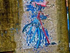 Peinture murale de vélo .. (Dare2drm) Tags: bicyclette vélo djfotos murale mural bleu blue painting peinture