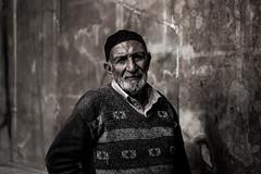 Old man, Esfahan 2018 (PaxaMik) Tags: portrait portraitnoiretblanc streetphoto street streetphotography iran iranianpeople iranianportrait travelinginiran perse emamsquare esfahan ispahan mosque naghshejahan oldman black blackandwhitephotos wisdom