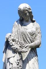 Mourning (Itinerant Wanderer) Tags: pennsylvania philadelphia laurelhillcemetery historic graves art