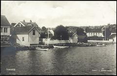 Postkort fra Agder (Avtrykket) Tags: bolighus brygge båt hus postkort sjekte sjø stakitt stakittgjerde uthavn uthus arendal austagder norway nor