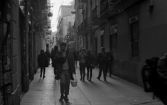 BCN Street 30 (carles.ml) Tags: olympus om1 ilford delta 400 film bw 35mm people street barcelona