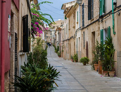 Old Town, Palma, Spain. (MrWhippy99UK) Tags: spain alcuida palma oldtown street path road houses home terrace shutters wooden doors windows flower pots sky pipe cable distance walking people tourist vacation holiday canon efs 1300d amateur photo photography prime 50mm lens