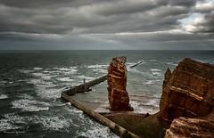 Helgoland - Lange Anna (Pana53) Tags: photographedbypana53 pana53 naturundlandschaftsfotografie naturfoto helgoland nordseeinsel nordsee buntsandstein felsformation brandungspfeiler felsenküste outdoor nikon nikond500 wolken clouds himmel salzwasser