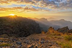 ~ Caldera de Taburiente | La Palma ~ (saga_photo) Tags: lapalma kanaren canaryislands kanarischeinseln calderadetaburiente vulkan volcano caldera spanien spain neogeo europa sonnenaufgang sunrise wolken islas canarias sony a7r sonya7r