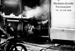 Michelin (Janne Räkköläinen) Tags: streetphotographing streetview streetlife city citylife cityview urban michelin restaurant streetfood streetkitchen kitchen food junkfood bangkok thailand blackwhite bw bnw night evening snapshot road amateur amateurphotography amateurphotographing iphone iphone7 iphonephotography guide funny innovative marketing bike cook